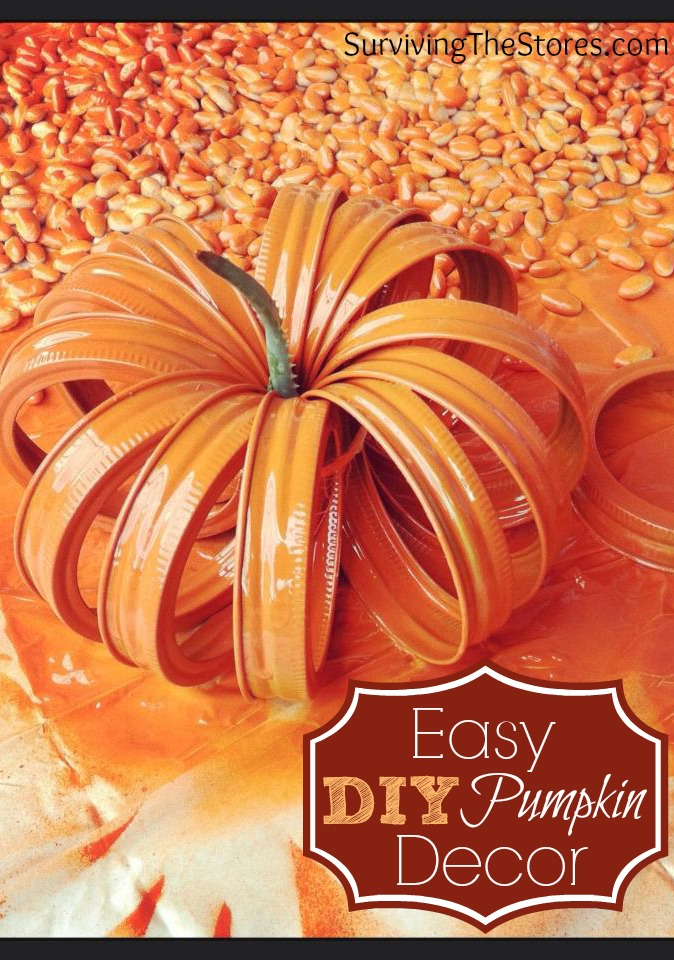 How to make a super cute pumpkin decoration with just mason jar llid rings!  This craft is so easy and looks great!