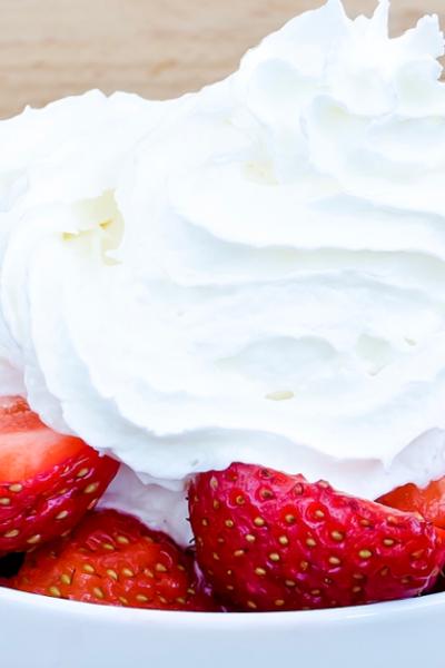 Easy Sugar Free Homemade Whipped Cream {KETO, Low-Carb, THM-S!}
